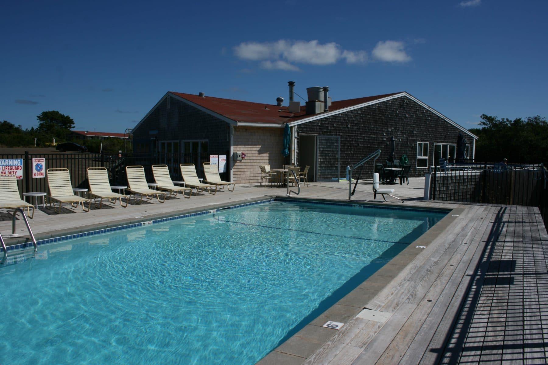Pool 04